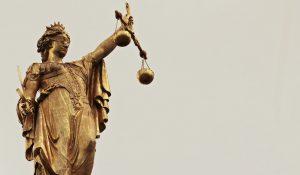 Justicia estatua dorada